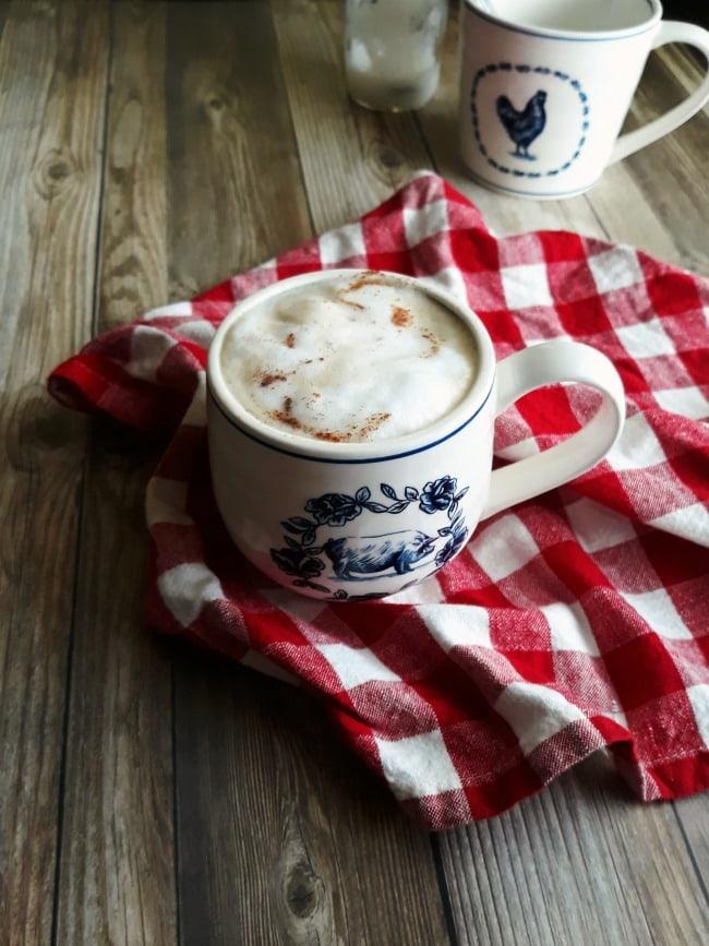 Caffeine-Free Herbal Dandelion Latte